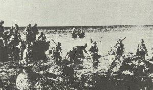Japanische Truppen gehen auf Corregidor an Land.