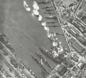 Luftangriff deutscher Flugzeuge auf einen russischen Schwarzmeer-Hafen