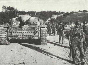 Sturmgeschütz Ausf, F mit Panzergrenadieren