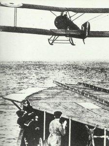 Sopwith Strutter mit Landungsgleitern