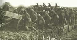 Feldgeschütz im Schlamm Ypern