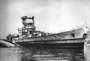 schwer beschädigte Schlachtkreuzer 'Strasbourg' in Toulon