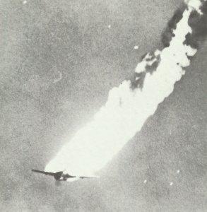 brennender japanischer Torpedobomber