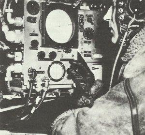 Funker an Bord eines RAF-Bombers am 'Gee'-Navigationsgerät