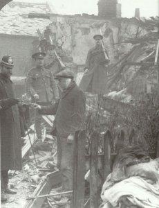 Schäden nach einem deutschen Luftangriff