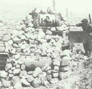 M13/40-Panzer in Bunker umgewandelt