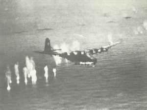 Messerschmitt Me 323 Gigant Transportflugzeug unter Beschuß