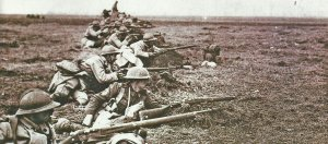 Britische und französische Soldaten