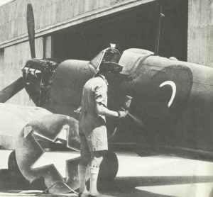 Jäger Supermarine Spitfire wird in Abadan (Iran) mit dem Roten Stern bemalt