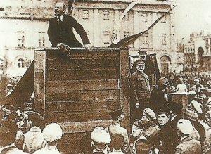 Lenin bei einer Rede