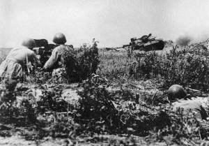 Sturmgeschütz beim Angriff auf eine sowjetische Pak-Stellung