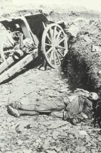 Skelett eines französischen Kanoniers
