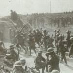 Tank MK V und neuseeländische Infanterie