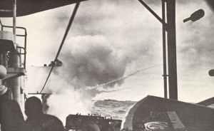 U-Jäger verfeuert Wasserbombe