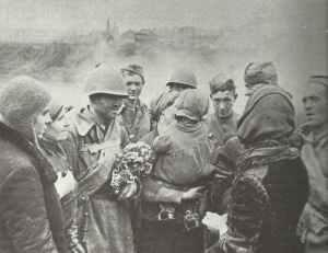 russische Soldaten im zurück eroberten Smolensk