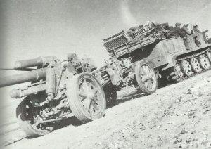 15-cm schwere Feldhaubitze 18, gezogen von einer 8-Tonnen-Zugmaschine SdKfz 7