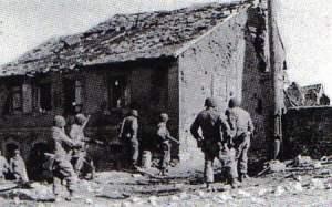 US-Soldaten säubern Bauernhäuser in Süditalien