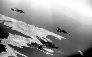 Ju 88 im Anflug von Kreta aus auf die Insel Kos