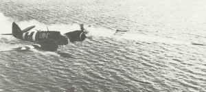 Beaufighter Mk VIC feuert eine Raketensalve