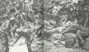 Italienische Soldaten besetzen eine aufgegebene österreich-ungarische Stellung