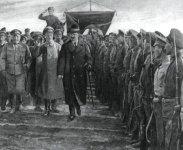 Trotzki inspiziert eine Rote Schützen-Division