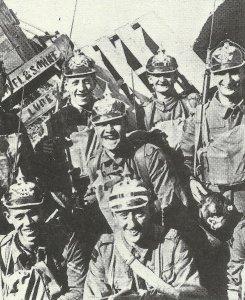 Britische Soldaten mit Pickehauben