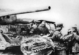 Panzerkolonne der 'GD' bei einer Rast