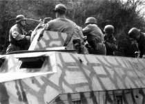 Schützenpanzer SdKfz 251 der 4. Fallschirmjäger-Division bei Anzio