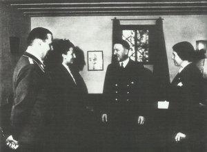 Hitler im Arbeitszimmer des FHQ Wolfsschanze