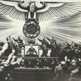 Hitler bei seiner Reichstagsrede am 1. September 1939: 'Seit 5 Uhr 45 wird jetzt zurückgeschossen ...'
