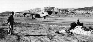 Notlandung einer B-24 Liberator auf einem provisorischen Flugfeld