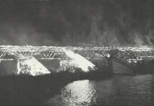 Brennende Brücke bei Rückzug