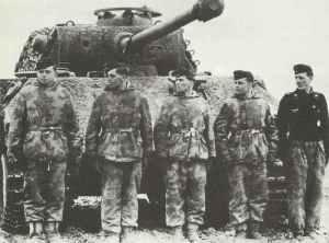 Mannschaft eines PzKpfw V Panther an der Ostfront