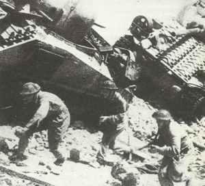 Soldaten des polnischen II. Korps im Angriff auf die deutschen Stellungen
