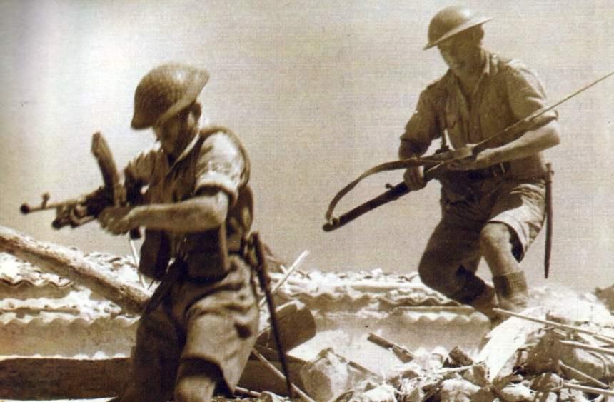 angreifende britische Soldaten