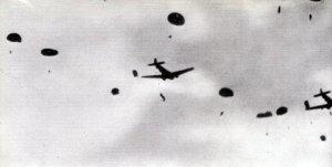 Absprung britischer Fallschirmjäger