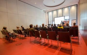 """Diskussionsgruppe II """"Konflikte"""": Warum eskalieren interkulturelle und interreligiöse Konflikte und was kann zu einer Entschärfung beitragen? Moderation: Alexander Yendell, Universität Leipzig"""