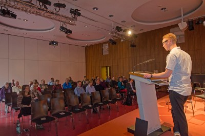 Peter Niemann, Vorsitzender des Bürgervereins Gohlis e. V. eröffnete als Gastgeber die Diskussionsveranstaltung