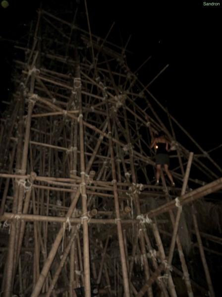 Bambusturm am Meer (ca. 10 Meter hoch)