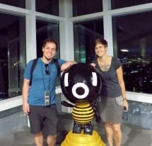 mit dem Maskottchen vom Taipei 101