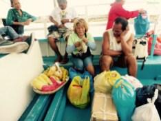 nette Obsterväufering auf dem Boot nach Malapasqua