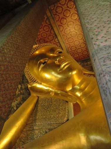 Der riesige liegende Buddha