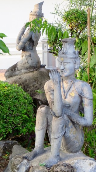 verrückte Statuen