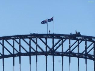 Eine Touristengruppe auf der Harbourbrücke