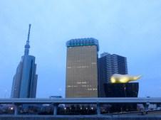 Tokyos Skyline & Französische Flamme