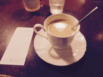 Kaffe in einer kleinen Seitenstraße