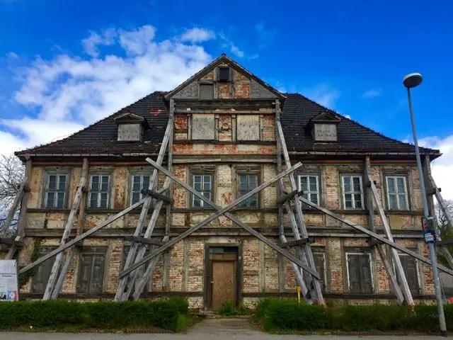 Ruine mit Geruest in Coswig