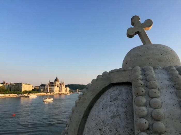 Budapest Parlament Krone Donau