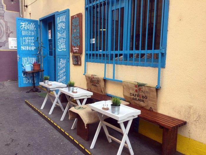 Blue-Bird-Cafe-Budapest