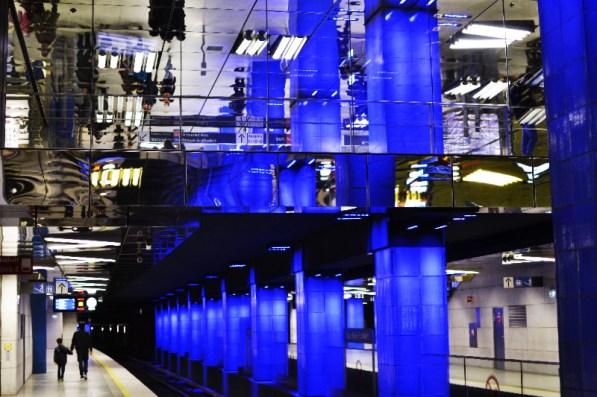 Spiegelung, U-Bahn-Halt Münchner Freiheit